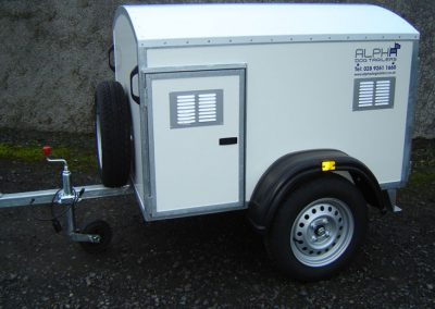 3 Berth Dog Trailer with Fixed Roof